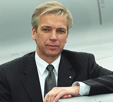 """Alle Flugzeuge befinden sich in einem mehr oder weniger fortgeschrittenen Bauzustand."""" Aloysius Rauen, CEO Eurofighter GmbH. Foto: eurofighter.com - rauen"""